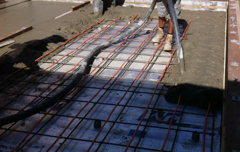 Radiant floor heating electric vs hydronic jeff king for What temperature to pour concrete outside