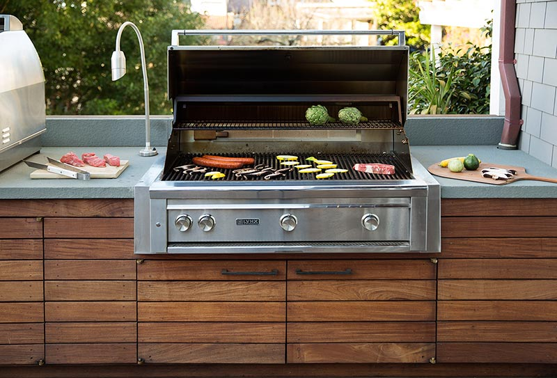 lynx-bbq-custom-outdoor-kitchen-remodel