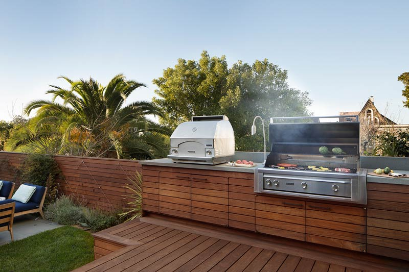 outdoor-kitchen-pizza-oven-barbeque